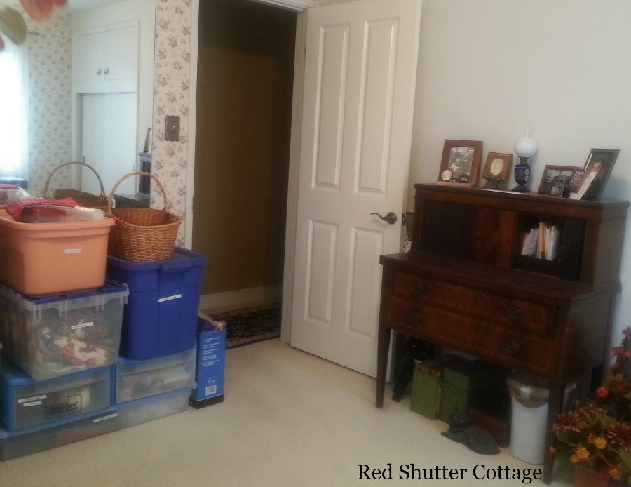 Cleaning the room to turn into an office. How I created a Home Office from a Bedroom.