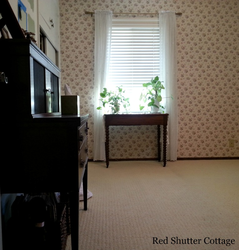 This room is starting to be clean enough to change to an office. How I created a Home Office from a Bedroom.