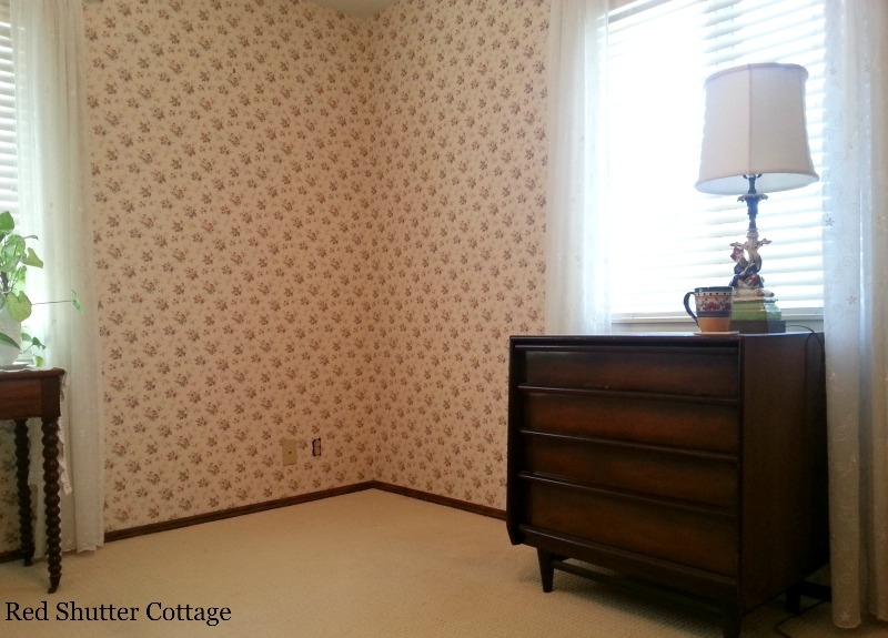 This part of the bedroom is starting to be clean enough to change to an office. How I created a Home Office from a Bedroom.