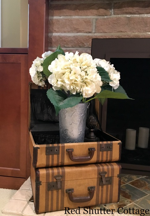 Hydrangeas in a suitcase on the hearth. How to decorate a summer mantel.
