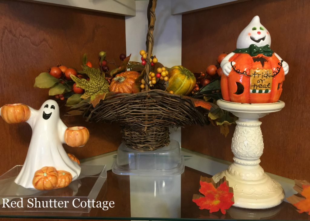 2016 Fall and Halloween Kitchen Tour hutch middle shelf