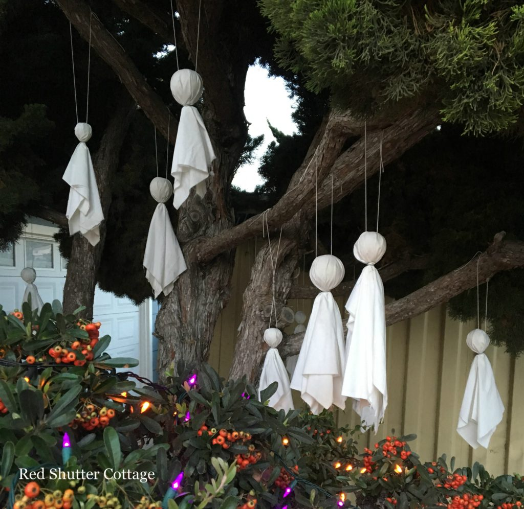 Halloween on the Porch 2016 www.redshuttercottage.com