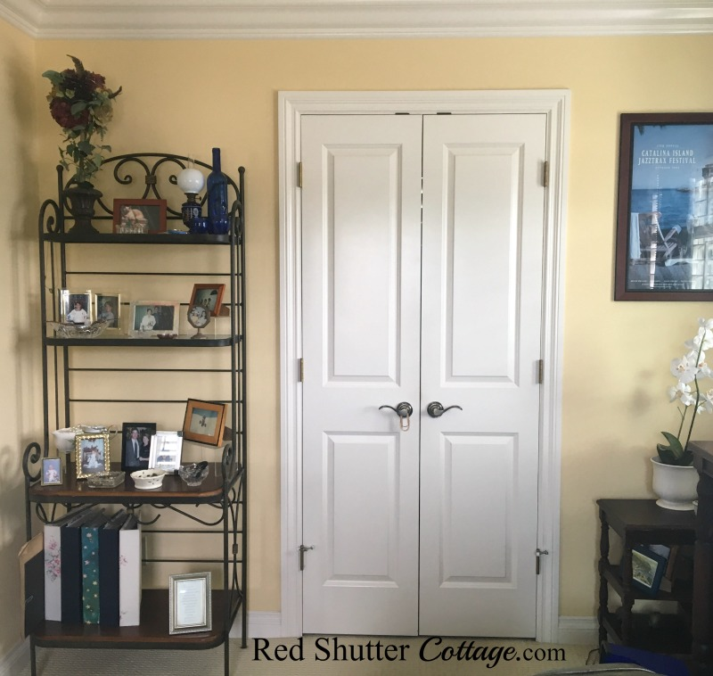 Full view of baker's rack in bedroom. www.redshuttercottage.com