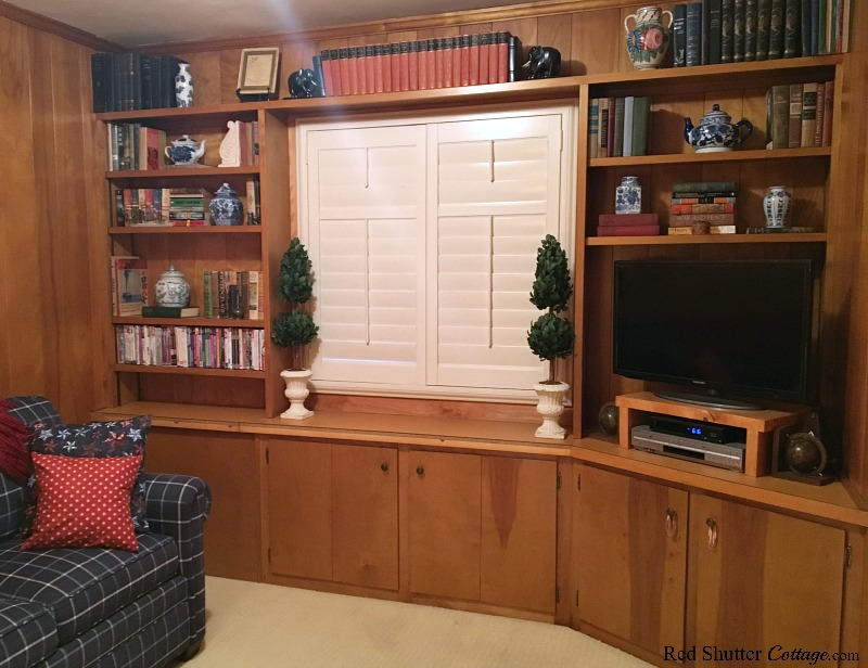 From the doorway, a shot of the TV room with The Love Seat I Almost Didn't Buy. www.redshuttercottage.com