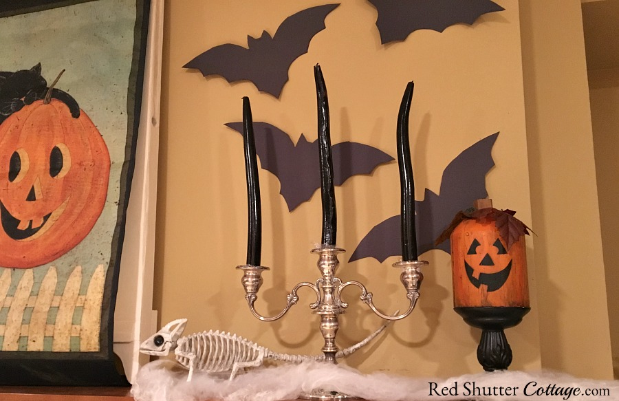 Jack-o'-lanterns are everywhere in this Fun Halloween Mantel. www.redshuttercottage.com