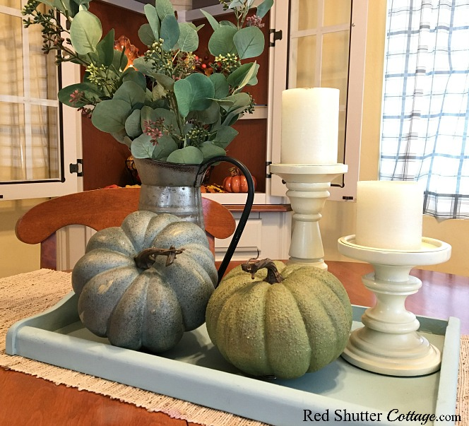 A Simple Fall Vignette - 5 Ways includes these neutral pumpkins and candles. www.redshuttercottage.com
