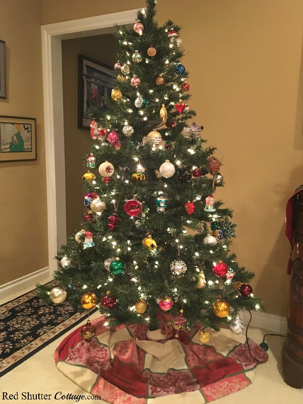 Our Christmas tree with a mixture of vintage and modern ornaments is part of our 2018 Christmas Living Room. www.redshuttercottage.com