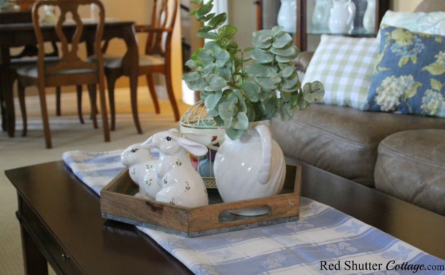 I tested a few different runners when building this vigenette of a Simple & Easy Easter Coffee Table. www.redshuttercottage.com
