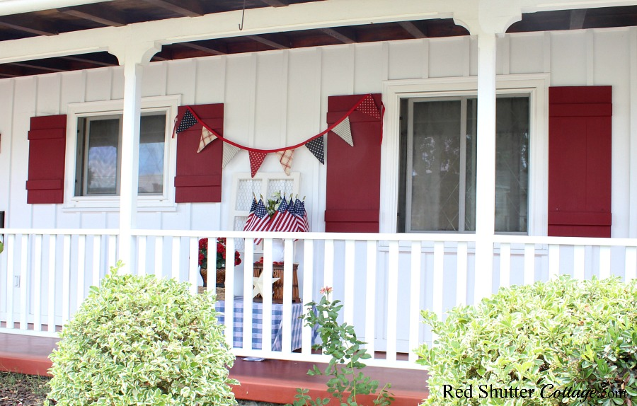 A broader view of 4th of July On The Front Porch as seen from the sidewalk.