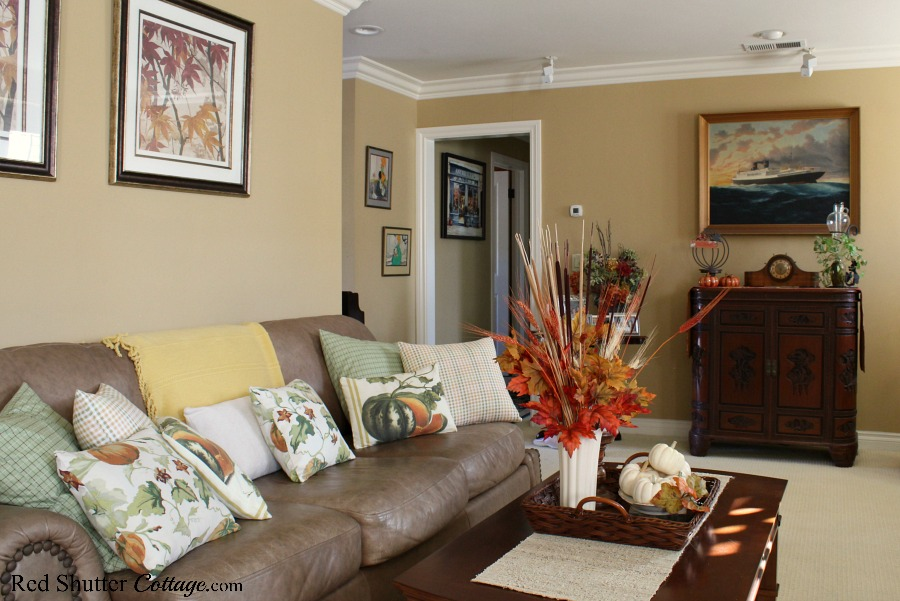A living room filled with warm and natural fall leaves, pumpkins and colors, as part of a 2019 Bright & Airy Fall Living Room. www.redshuttercottage.com