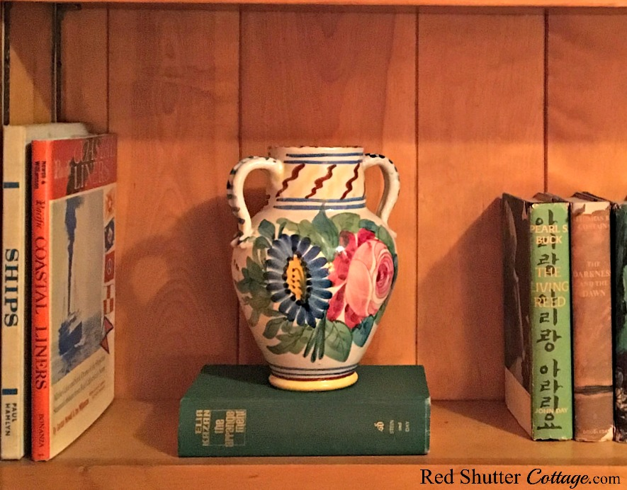 An Italian vase sitting on a bookshelf in our TV room. Another example of 7 Tips for Successful Thrift Shopping. www.redshuttercottage.com